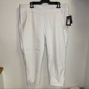 NEW Counterparts White Capris Luxe Stretch Size 18